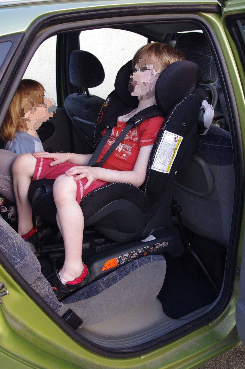 izi kid combi x3 isofix la s curit auto vaut aussi pour. Black Bedroom Furniture Sets. Home Design Ideas
